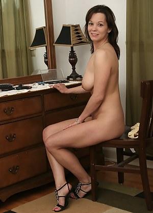 Brunette MILF Porn Pics