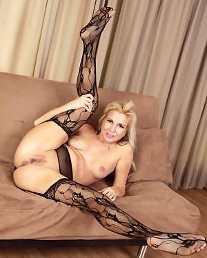 Flexible MILF Porn Pics