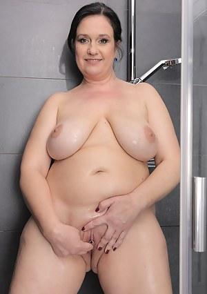 MILF Shower Porn Pics