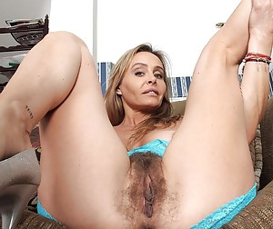 Hairy MILF Pussy Porn Pics