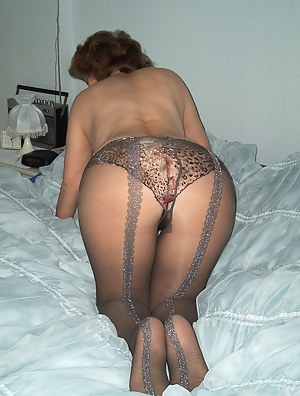 Pantyhose MILF Porn Pics