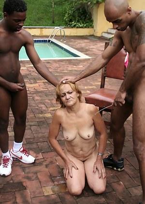 MILF Pissing Porn Pics