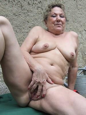 MILF Spread Pussy Porn Pics
