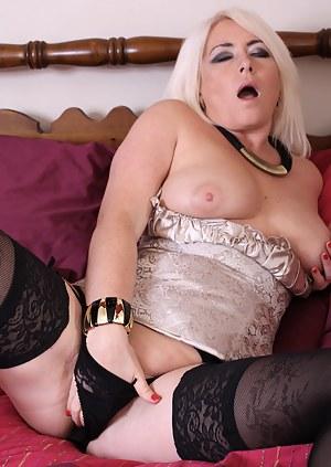 MILF Orgasm Porn Pics