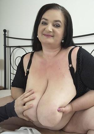 Saggy Tits MILF Porn Pics