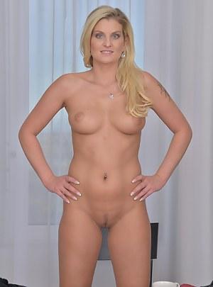 Perfect Body MILF Porn Pics