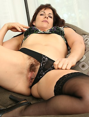 Hairy MILF Pussy Porn Pics