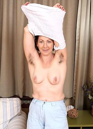 Hairy MILF Porn Pics