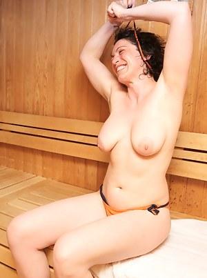 MILF Sauna Porn Pics