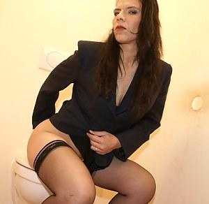 MILF Toilet Porn Pics