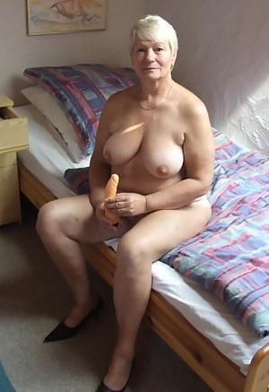 Short Hair MILF Porn Pics