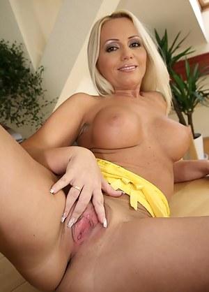 MILF Beauty Porn Pics