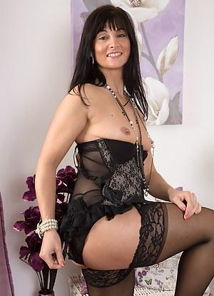Glamour MILF Porn Pics
