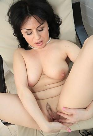 MILF Masturbation Porn Pics