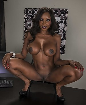 Black MILF Big Tits Porn Pics