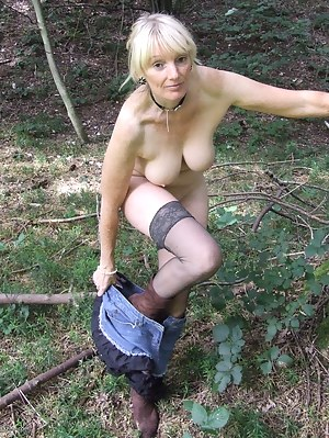 MILF Undressing Porn Pics