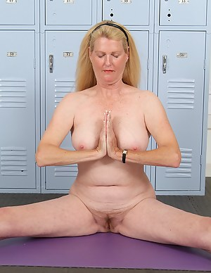 Yoga MILF Porn Pics