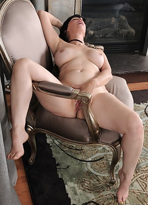 Erotic MILF Porn Pics