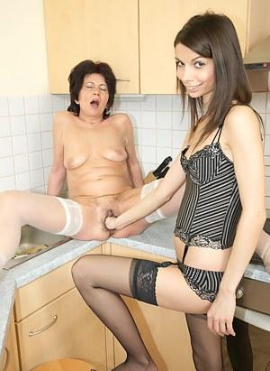 MILF Fisting Porn Pics