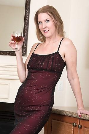 Drunk MILF Porn Pics