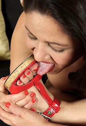 MILF Toe Sucking Porn Pics